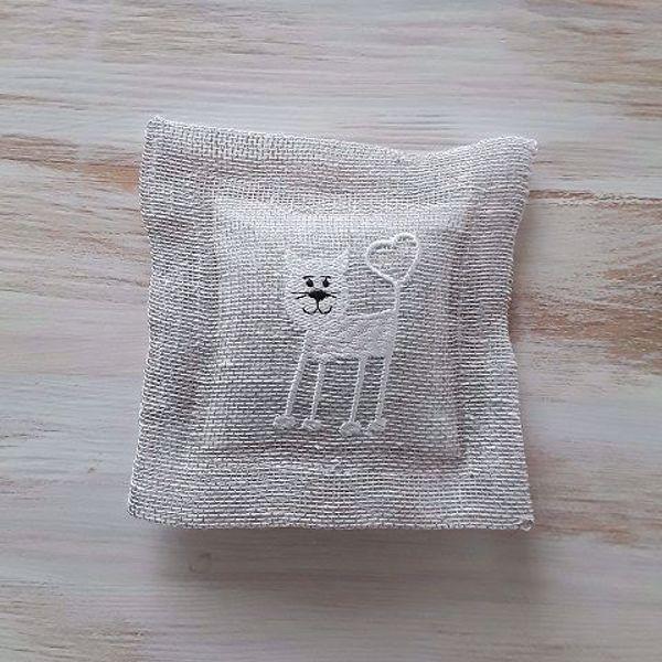 """Prekės Levandų pagalvėlė """"Linksmasis katinas"""" natūrali nuotrauka"""